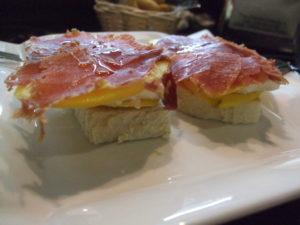 mango, goat's cheese and serrano ham
